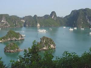 Die Ha Long Bay ist eines der 7 Naturwunder.