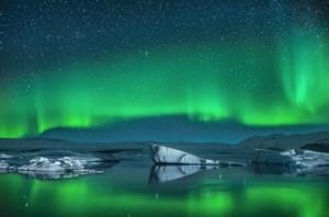 Eisberge vor grünen Nordlichtern © Ben Burger - Fotolia.com