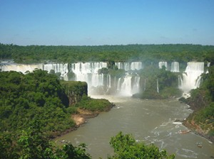 Und auch die Wasserfälle von Iguazu tragen den Titel New7Wonders of Nature. Zu Recht!