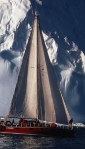 Segeltour an den Eisbergen vorbei ©Michael Vogeley