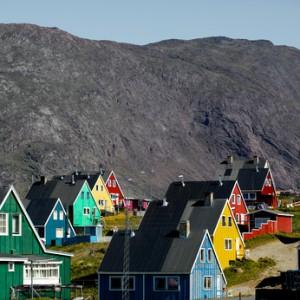 Narsaq mit seinen farbenfrohen Häusern ©Anders Peter Amsnæs - Fotolia.com